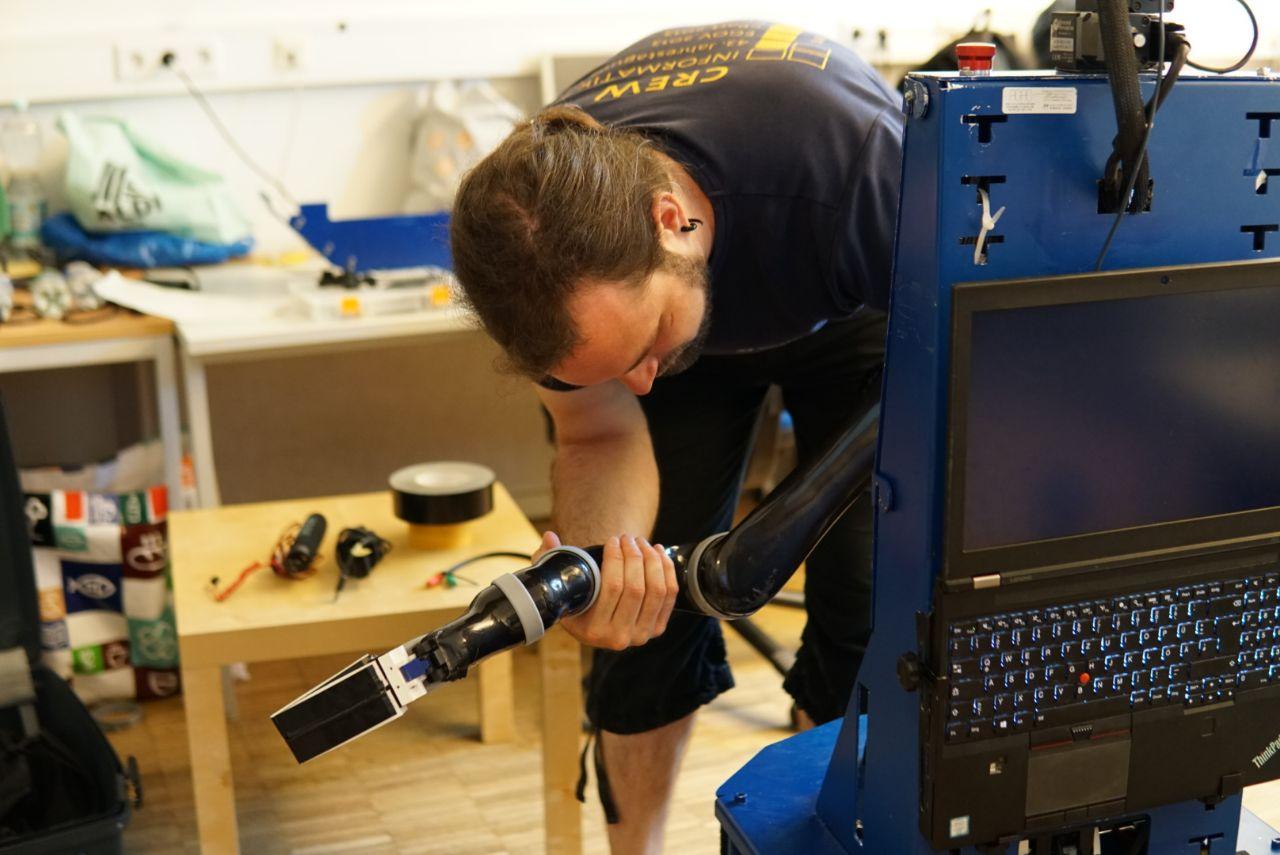 Patrik disassembling the arm of Lisa. TIAGo is already on tour to Sydney