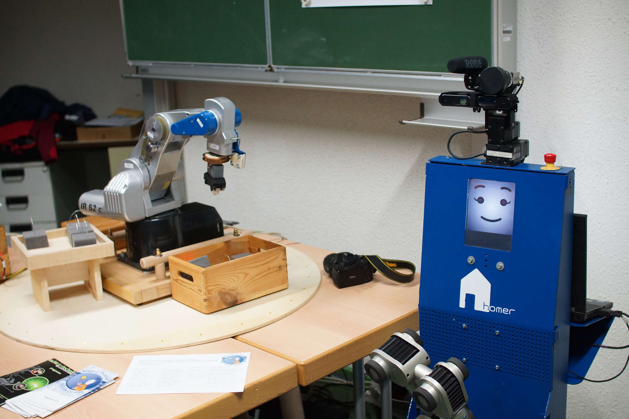 Lisa and the robotic arm