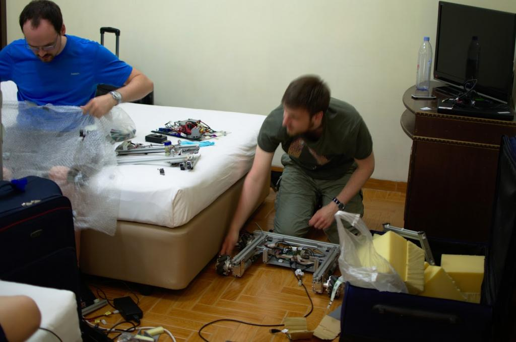 Florian and Malte assemble the Robot