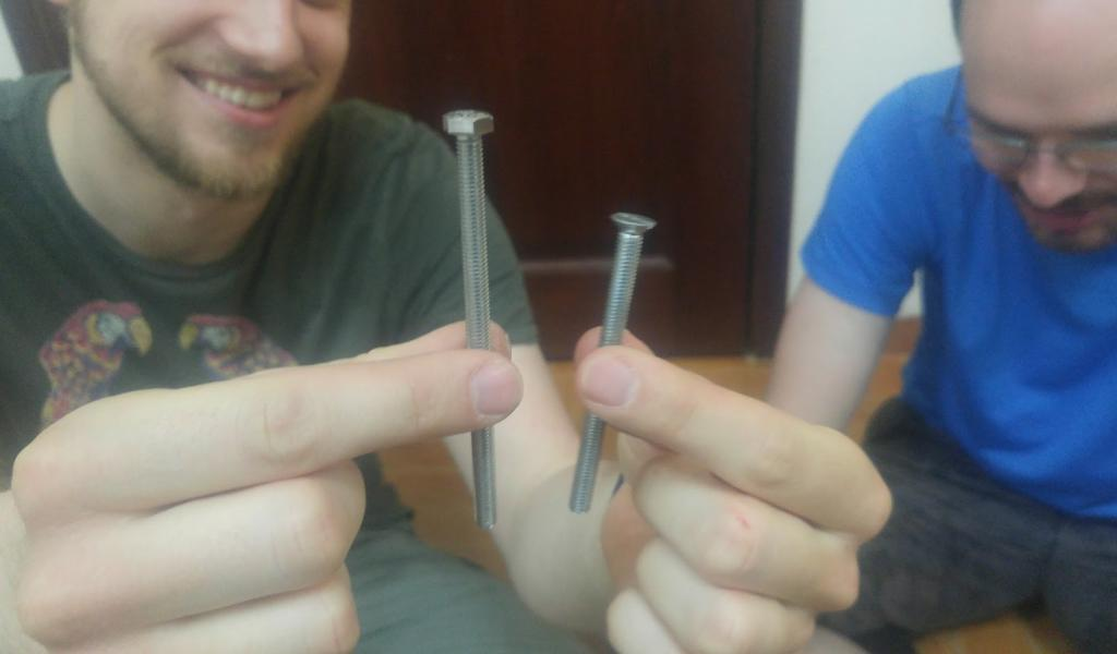 Malte is happy with the new longer screw just before he replaced the screw