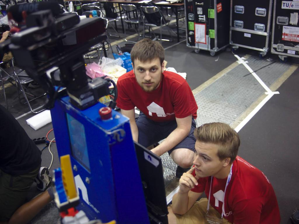 Lukas and Malte preparing the Help Me Carry task some minutes before the competition