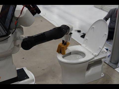 Robot cleans toilet